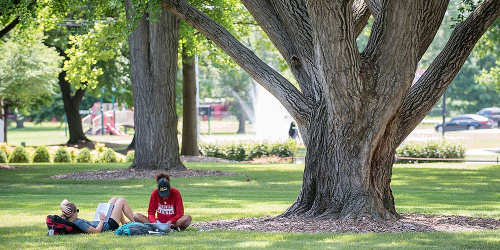 2_students_campus_lawn